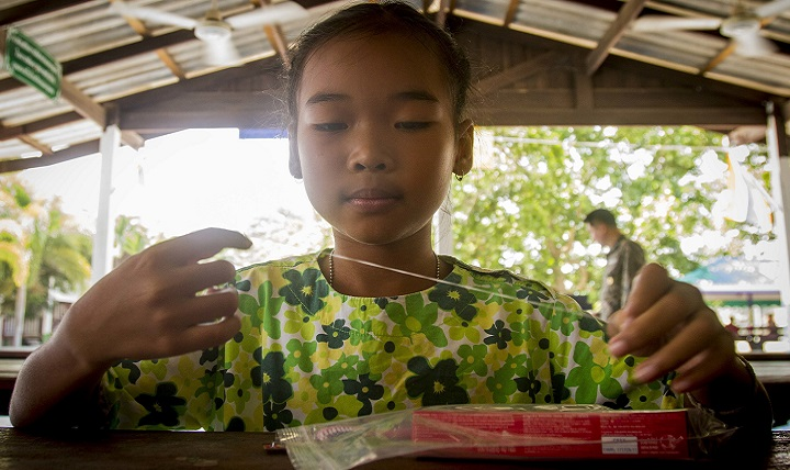 A child practices using floss during a cooperative health engagement at Watsomboonnaram School in support of Cobra Gold 2018 in Rayong province, Kingdom of Thailand, Feb. 16, 2018. A CHE provides an opportunity for service members to provide the local community with basic medical, dental and optometry care. Cobra Gold 18 is an annual exercise conducted in the Kingdom of Thailand and runs from Feb. 13-23 with seven full participating nations. (U.S. Marine Corps photo by Cpl. Justin Huffty)