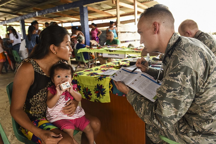 Air Force Capt. (Dr.) Charles Hutchings, 346th Expeditionary Medical Operations Squadron pediatrician, explains information to a local woman near Meteti, Panama, April 17, 2018. Hutchings was part of an embedded health engagement team participating in Exercise New Horizons 2018, which will assist communities throughout Panama by providing medical assistance and building facilities such as schools, a youth community center and a women's health ward. (Air Force photo by Senior Airman Dustin Mullen)
