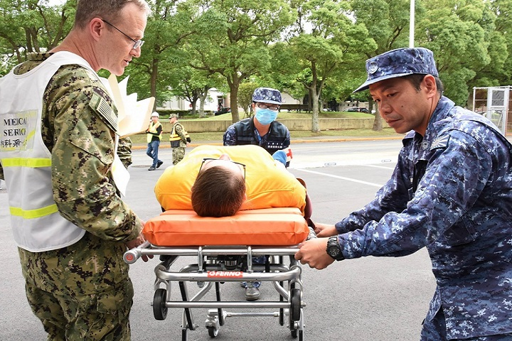Japan Maritime Self-Defense Force (JMSDF) Sailors and U.S. Naval Hospital (USNH) Yokosuka personnel transport a simulated patient during a mass casualty drill in conjunction with hospital ship USNS Mercy and JMSDF personnel. The drill was conducted in order to prepare medical staff for a mass casualty scenario involving a maritime incident at sea. USNH Yokosuka is the largest U.S. military treatment facility on mainland Japan caring for approximately 43,000 eligible beneficiaries. (U.S. Navy photo by Tim Jensen)